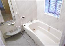 浴槽もありゆったり寛げます!