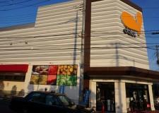 最寄りのスーパーはハウスから徒歩1分!