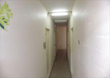 奥行のある廊下です。