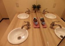 女性用の洗面所☆大きな鏡がございます!