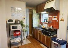 キッチン兼リビングとなっております。
