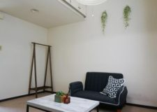 ソファー・テーブル等の家具や冷蔵庫・エアコンの家電も備え付け
