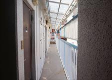 3F廊下にはしっかりと天井があり、雨も凌げます。