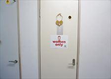 トイレ・シャワーは男女別々になっています♪
