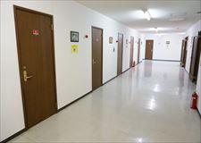 廊下はとても幅広く、荷物等の搬入も楽々です。