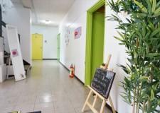 1F廊下別角度から。共有部の装飾を徐々に変更中・・・