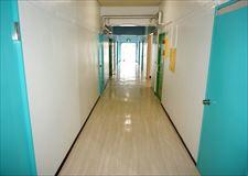 カラフルな廊下です