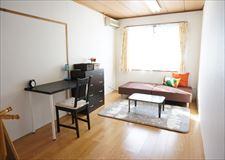 お部屋は六畳で日当たり良好◎ 収納スペースもかなりあります!