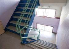 階段も広々♪光もよく入ってきます!