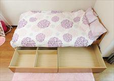 収納ありのベッドもあるので、衣類を沢山持ってきても安心!