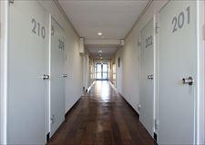 こちらは2F廊下。フロアによって色が違います。