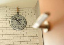 ダイニングにあるお洒落な時計