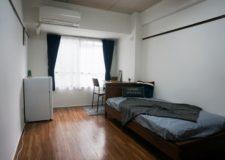 ベッド、机、椅子、エアコン等の家具付!