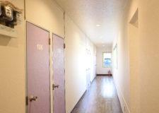 明るく開放感のある廊下です。