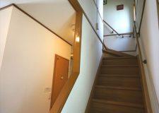 アットホームな階段です!落ち着きますよ♪