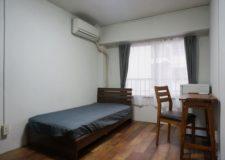 お部屋はもちろん家具付き。