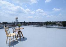 屋上からの景色。住宅地として住みやすい環境が伺えます。