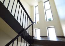 採光抜群の階段は明るく開放的です!