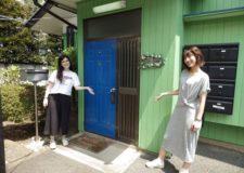 ようこそ♪ポップな色合いの玄関です!