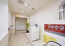 各フロアにコイン式洗濯機2台・乾燥機1台ずつ