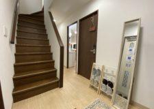 採光がしっかりあるアットホームな階段。