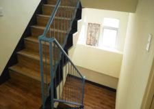 何気なく通り過ぎる階段踊り場も少しばかりのこだわり小物