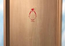 女性専用は、可愛らしい赤のペンギンがいます!