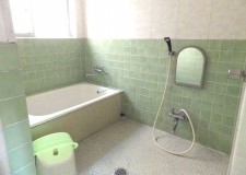 足を伸ばせる大きなお風呂はシェアハウスでは珍しいですね。