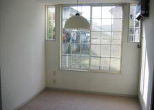 全室6畳で広い窓付